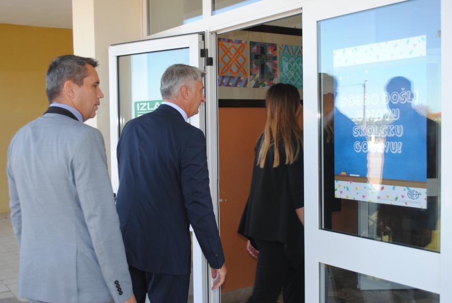 Zadarska županija zapošljava 69 pomoćnika u nastavi