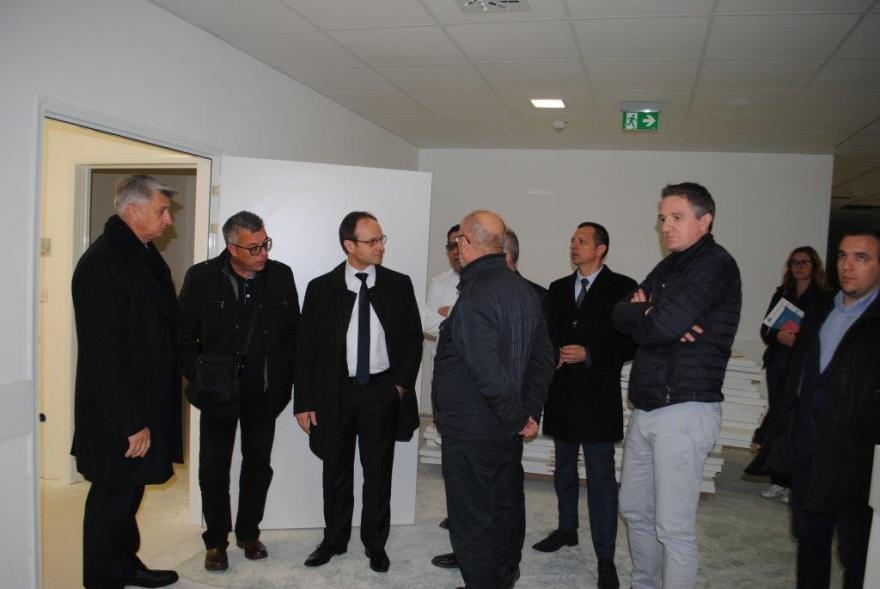 Polikliniku obišao koordinator Vlade za sanaciju šteta od poplava u Zadarskoj županiji Zvonimir Frka-Petešić