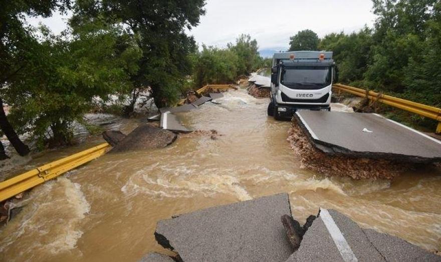 Velike štete na cestama