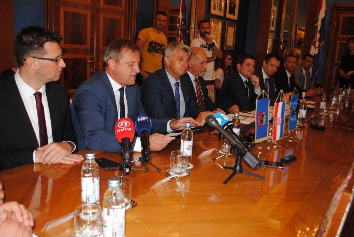 Zadarskoj Liburniji bespovratnih 36 milijuna kuna za 25 novih autobusa
