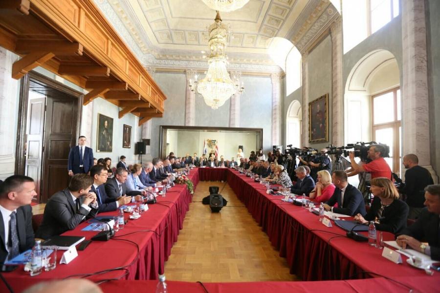 Župan Božidar Longin na sastanku Vlade sa županima, predstavnicima Udruge gradova i Udruge općina