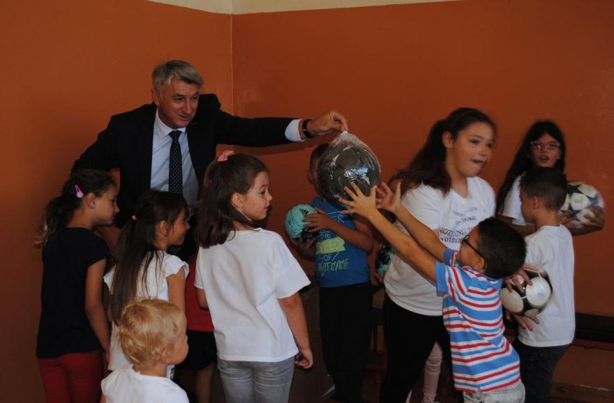Počela nova školska godina: Župan Longin pozdravio učenike u Škabrnji