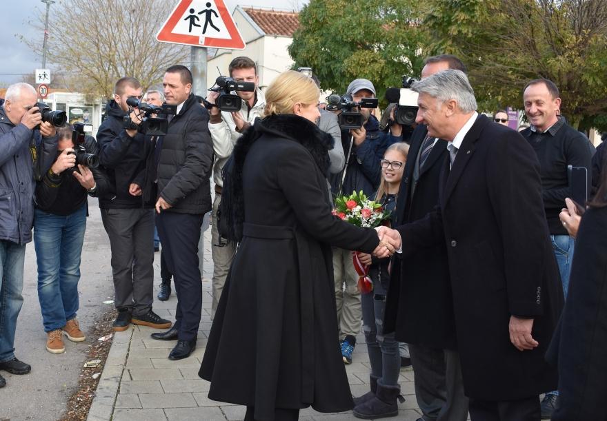 Predsjednica se poklonila žrtvama Škabrnje
