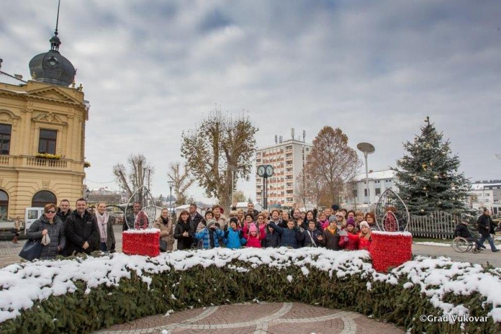 """Kao i svake godine hodočasnici iz Zadra, sudionici 22. humanitarne akcije """"Vukovaru ZaDar"""" primljeni su u Vukovarsko-srijemskoj županiji i Gradu Vukovaru"""