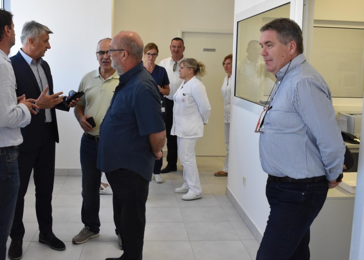 Župan Longin obišao zgradu Poliklinike na godišnjicu velike poplave