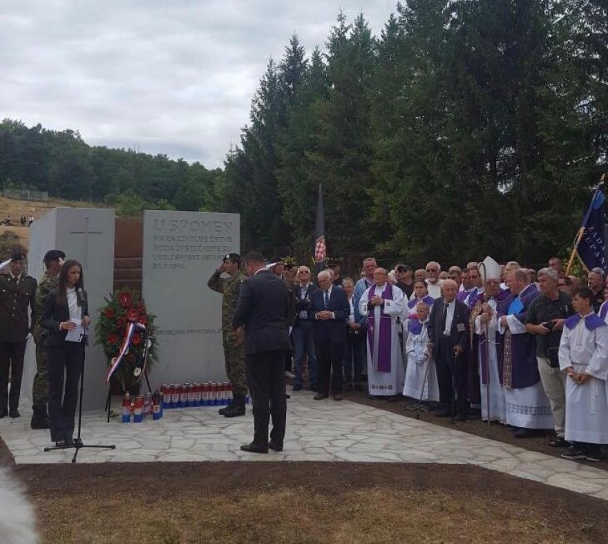 U Boričevcu otkriven spomenik žrtvama iz obitelji Ivezić