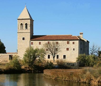 U utorak 25. obljetnica rušenja franjevačkog samostana i crkve  u Karinu