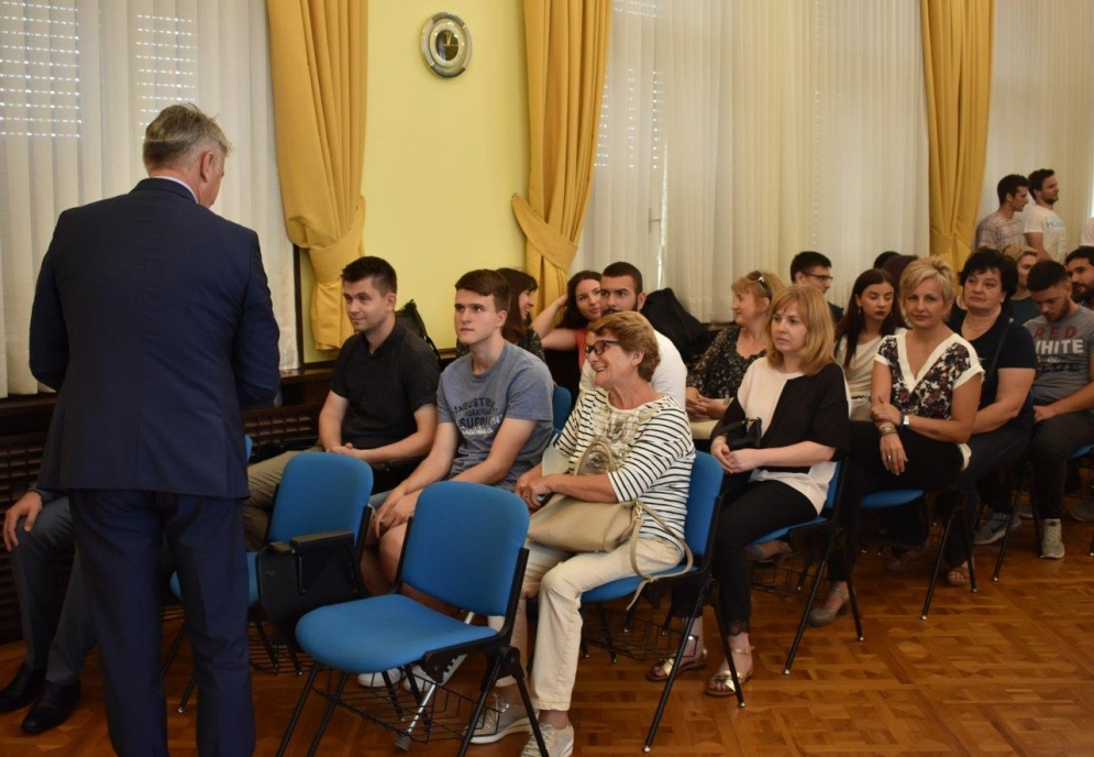 Župan ugostio nagrađene učenike osnovnih i srednjih škola